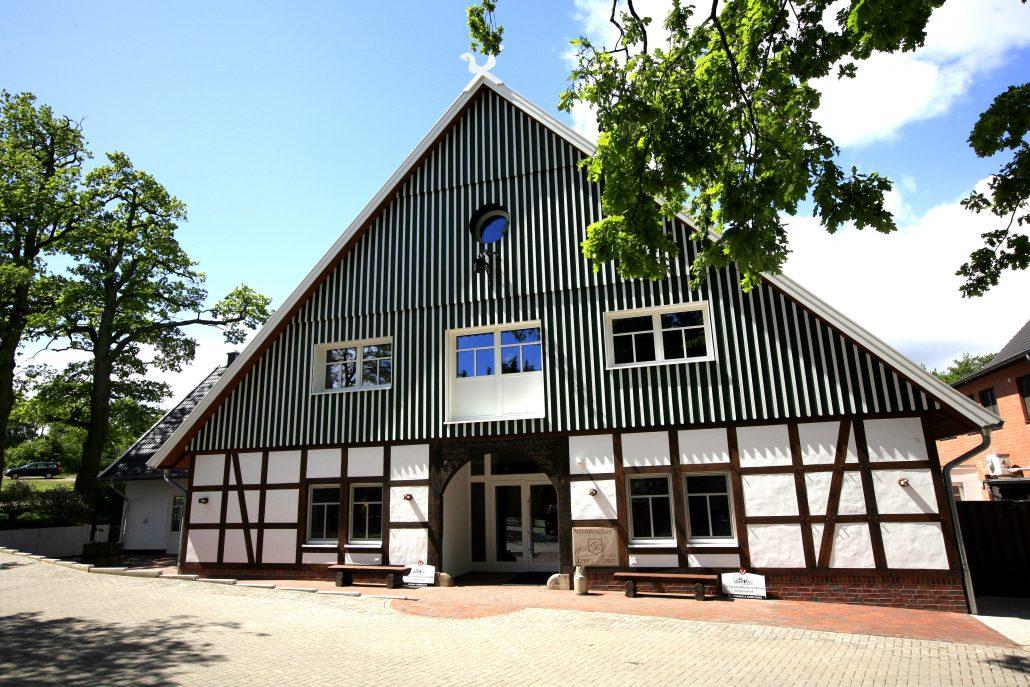Haupteingangs-Portal Poliklinik